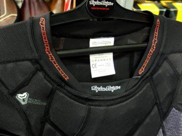 こんなんいかがでしょ?Troy Lee Designsプロテクションジャケット