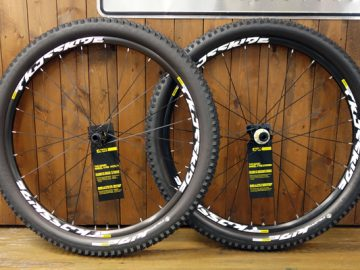 こんなんいかがでしょ?2017 MAVIC CROSSRIDE TUBELESS QUEST WTS