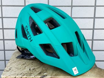 こんなんいかがでしょ? 国内未発売カラー SMITH Ventureヘルメット