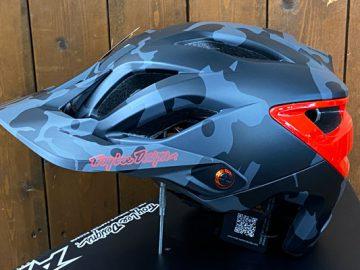 こんなんいかがでしょ?Troy Lee Designs A3 Helmet