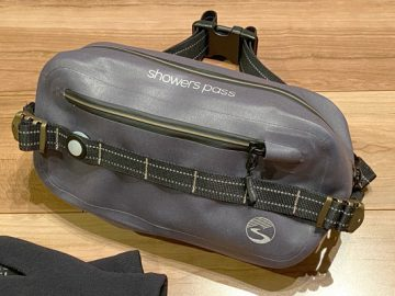 こんなんいかがでしょ?RAIN SLINGER Waterproof HIP PACK